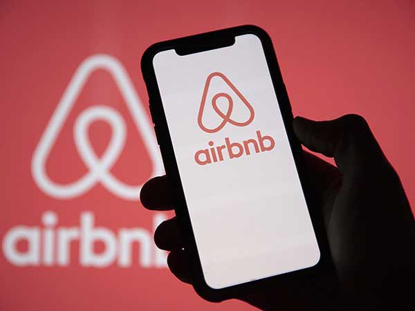 AIrBNB App on mobile phone